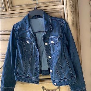🎈2/$25💥 New Chico's jean jacket